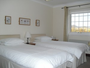 Hillview b&b in Crianlarich. Twin bedded room with en-suite facilities.